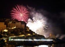 Fogos de artifício na cidade de Sperlonga Italy fotografia de stock royalty free