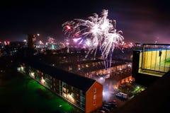Fogos-de-artifício na noite do ano novo Fotos de Stock