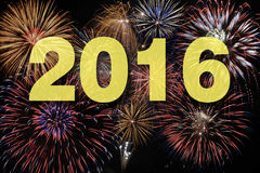 Fogos-de-artifício na noite dos anos novos Imagem de Stock Royalty Free