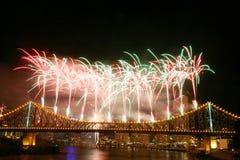 Fogos-de-artifício na ponte da história Imagem de Stock