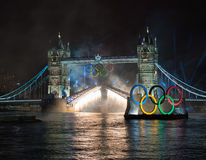 Fogos-de-artifício na ponte da torre: Londres 2012 Olympics Imagens de Stock Royalty Free