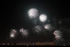 Fogos-de-artifício no céu de Barém no dia nacional Foto de Stock Royalty Free