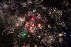 Fogos-de-artifício no céu preto foto de stock