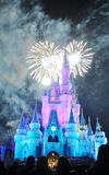 Fogos-de-artifício no castelo de Disney Cinderella fotos de stock royalty free