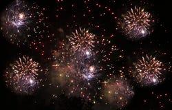 Fogos-de-artifício no fundo da noite imagens de stock royalty free