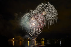 Fogos-de-artifício no lago Foto de Stock