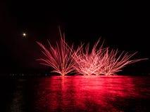 Fogos-de-artifício no mar Fotografia de Stock Royalty Free
