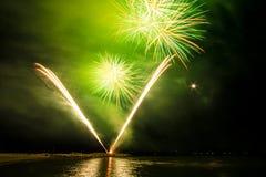 Fogos-de-artifício no mar Imagem de Stock Royalty Free