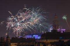 Fogos-de-artifício novos da véspera de Year's em Bielsko-Biala, Polônia imagens de stock royalty free