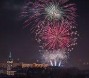Fogos-de-artifício novos da véspera de Year's em Bielsko-Biala, Polônia fotografia de stock