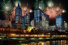Fogos-de-artifício sobre a cidade de Melbourne Fotografia de Stock Royalty Free