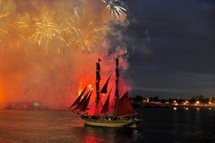 Fogos-de-artifício sobre a cidade de St Petersburg (Rússia) Imagens de Stock