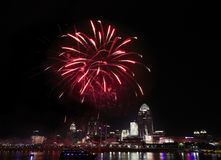 Fogos-de-artifício sobre Cincinnati Fotos de Stock