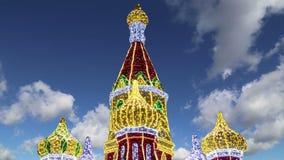 Fogos-de-artifício sobre a decoração do Natal na área da estação de trem na noite, Moscou de Kiyevskaya Kiyevsky, Rússia vídeos de arquivo