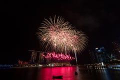Fogos-de-artifício sobre Marina Bay, Singapura Fotos de Stock Royalty Free