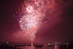 Fogos-de-artifício sobre o lago Fotografia de Stock