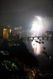 Fogos-de-artifício sobre o olho e o Westminster de Londres Foto de Stock
