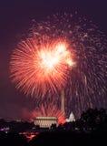 Fogos-de-artifício sobre o Washington DC julho em ô Fotos de Stock Royalty Free