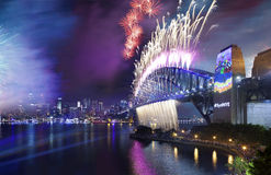 Fogos-de-artifício Sydney Harbour Bridge Fotografia de Stock Royalty Free