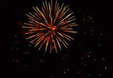 Fogos-de-artifício: vermelho, dourado Fotografia de Stock Royalty Free
