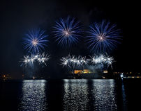Fogos-de-artifício sobre o porto grande - Malta Imagens de Stock Royalty Free