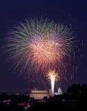 Fogos-de-artifício sobre o Washington DC julho em ô Imagem de Stock