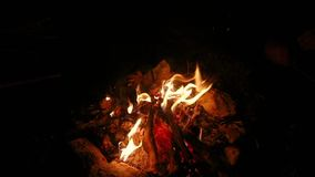 A fogueira arde o movimento lento filme