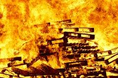 Fogueira 2 bonfire Luta contra o incêndio e ignição da chama aviso imagens de stock