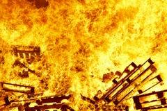 Fogueira 2 bonfire Luta contra o incêndio Ignição da chama aviso fotografia de stock royalty free