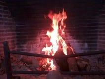 fogueira na chaminé Fotos de Stock Royalty Free