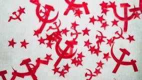Foice e martelo da estrela pintados na madeira fotografia de stock royalty free