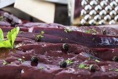 Foie cru avec le poivre et les épices Image libre de droits