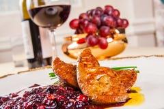 Foie gras med bär arkivfoton