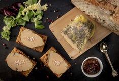 Foie gras och pepparkakakaka fotografering för bildbyråer