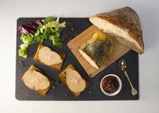 Foie gras och pepparkakakaka royaltyfri foto