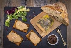 Foie gras och pepparkakakaka royaltyfria foton