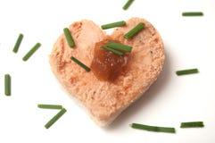 foie gras op brood op gestalte gegeven hart onwhite achtergrond royalty-vrije stock fotografie