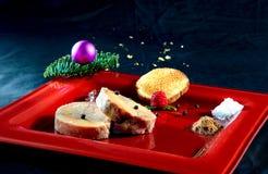 Foie Gras på en röd platta arkivfoton