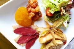 Foie gras & rökt andsallad fotografering för bildbyråer