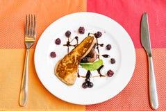 Foie gras som grillas arkivbild