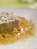 Foie Gras und Schätzchen-Lauch mit Sauterne-Gelee Lizenzfreie Stockfotos