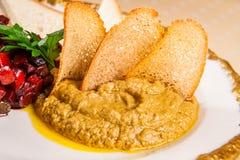 Foie graspate med tunna brödskivor arkivbild