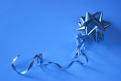 Foil bow in blue Royalty Free Stock Photos