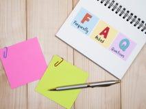 Foire aux questions d'écriture sur le carnet et le spel de mot Images stock