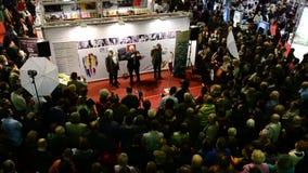 Foire de livre de Gaudeamus, Bucarest, Roumanie 2014 banque de vidéos