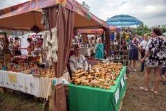 Foire des arts populaires russes dans les pavillons, pendant la période du monde international annuel de ` de festival du ` FestM image stock