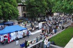 Foire sur la rue de Vladimirskaya le jour de Kiev, Ukraine photographie stock libre de droits