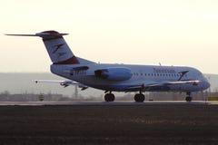 Fokker 70 της Austrian Airlines απογείωση από Kharkiv Στοκ Εικόνες
