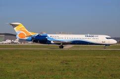 Fokker 70 de Tradeair imagens de stock