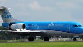 Fokker 70 KLM Cityhopper που προσγειώνεται απόθεμα βίντεο